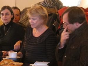 Eva Joly entre Carine Mayo (présidente des JNE) et Valéry Laramée (président de l'AJE) au petit déjeuner du 7 février 2012 - photo Bernard Desjeux