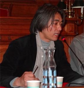 Wataru Iwata présente la situation à Fukushima (Photo Copyright Richard Varrault)