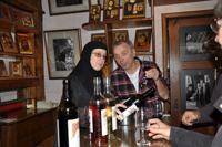 Jean-Claude Noyé déguste les vins de Solan © Christine Kristof