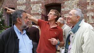Le propriétaire du moulin entouré par Bernard Desjeux et Richard Varrault © Éric Sanson