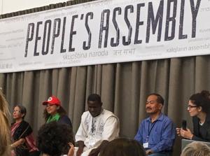 Farida Akhter (Bangladesh), Nilvia Silva (Brésil), Ali Tapsoba (Burkina Faso), Charito Medina (Philippines) ainsi qu'une traductrice à l'Assemblée des peuples de La Haye le 14 octobre 2016 - photo Carine Mayo